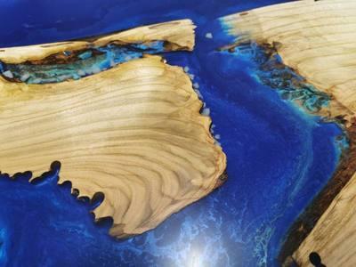 Zmes metalickych pigmentov v zivici na zalievanie dreva