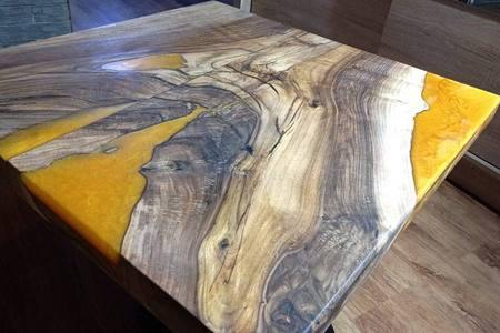 Epoxidovy stol so zalievacej zivice + metalicky pigment